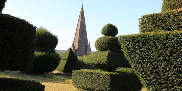 Chateau-CinqMars-Topiary