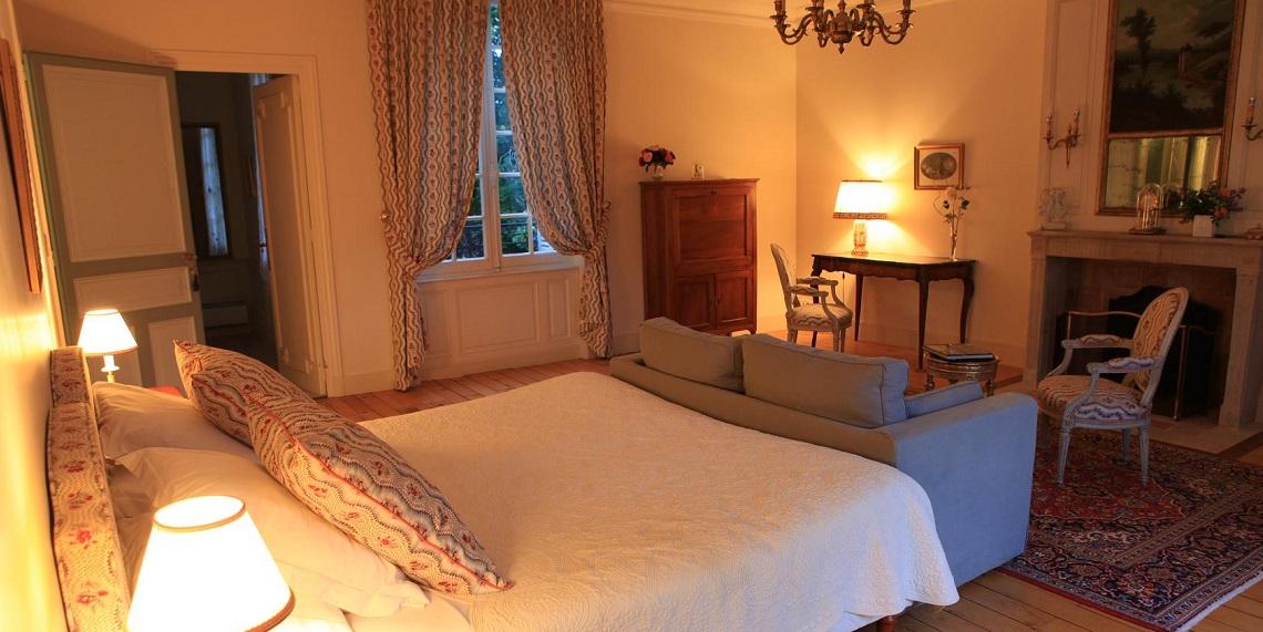 Grand-Bouchet-bedroom-LesBaigneuses